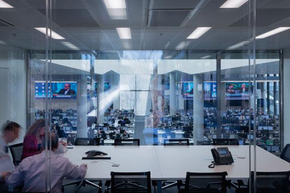BBVA-OpenMind-Reinventar-la-empresa-Herzog-En todas las zonas de trabajo queríamos generar la sensación de que el complejo es un gran todo. Los diferentes departamentos del banco, aunque están en edificios distintos, forman parte de un todo