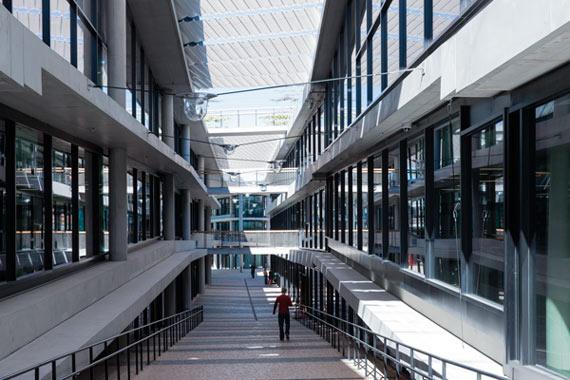 BBVA-OpenMind-Reinventar-la-empresa-Herzog-Calle principal de la «ciudad vieja»