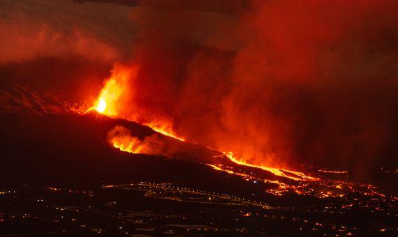 BBVA-OpenMind-Material-La monitorización del volcán de Cumbre Vieja, en La Palma, permitió prever la erupción y desarrollar la evacuación de los afectados con cierta antelación. Imagen: Eduardo Robaina