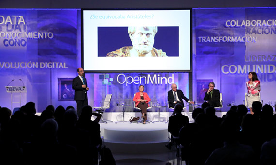 "BBVA-OpenMind-presentación-madrid-reinventar-la-empresa-celia-salvador-Salvador Aragón and Celia de Anca (IE Business School) during their talk about ""Diversity and Tribal Thinking in Collaborative Organizations."""