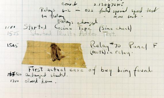 """Dicen que este fue el primer verdadero """"bug"""" (bicho) encontrado dentro de un ordenador (Fuente: Naval Historical Center Online Library Photograph)"""