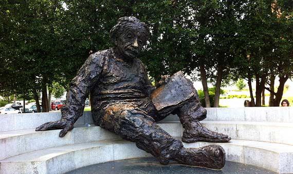 openmind-einstein-statue-memorial-wikimedia
