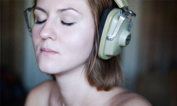 bbva-openmind-.hipertextual-music_listener