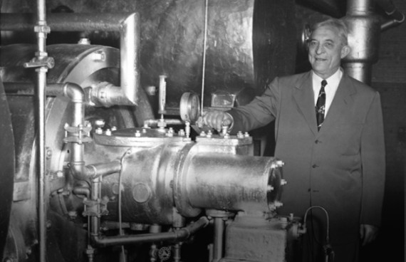 Willis Haviland Carrier next to an air conditioning unit. Credit: Williscarrier.com
