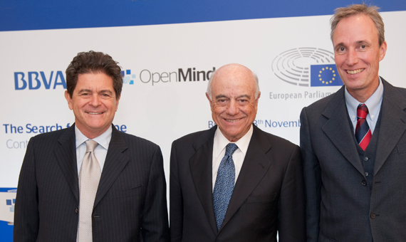 Alberto Alesina, Francisco González y Martin Raiser