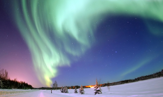 Aurora boreal sobre el lago Bear, en la base de la Fuerza Aérea Eielson en Alaska. Crédito: United States Air Force.