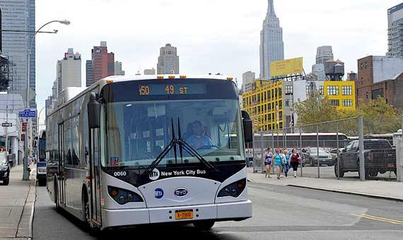 Los autobuses eléctricos son la apuesta de Nueva York para reducir el tráfico. Crédito: Wikimedia Commons