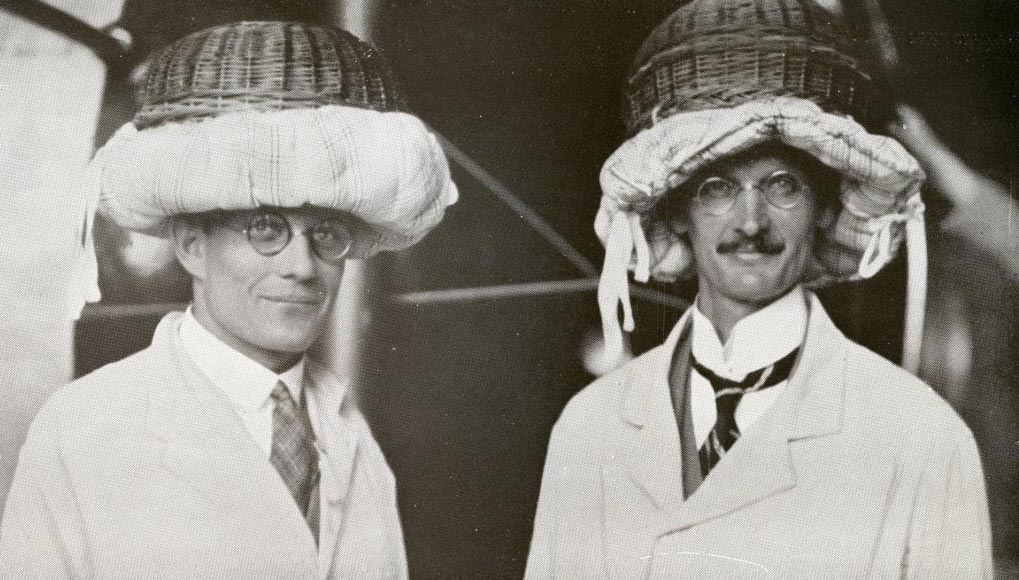 El profesor Piccard y su ayudante Paul Kipfer horas antes de subir a la estratosfera. Crédito: Wikimedia Commons