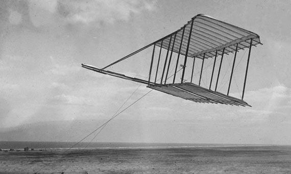 El primer planeador diseñado por los hermanos Wright. Crédito: Biblioteca del Congreso