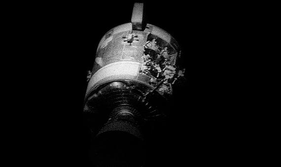 El módulo de servicio del Apolo 13 dañado. Crédito: NASA