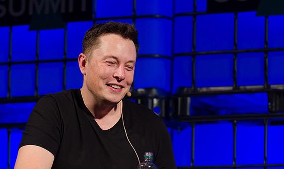 Elon Musk, creador de Tesla, Space X y Neuralink. Crédito: Dan Taylor / Heisenberg Media
