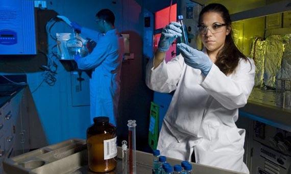 Solo el 3% de los premios Nobel en ciencia lo ganan mujeres. Crédito: U.S. Army