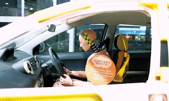 Los muñecos que se utilizan para estudiar el impacto de los accidentes de coche son hombres. Crédito: Byron Villegas/Flickr