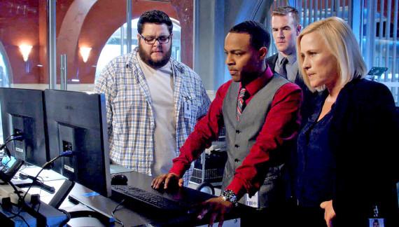 A la derecha,la agente especial del FBI Avery Ryan con su equipo. Crédito: CSI:Cyber