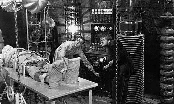 Crear un nuevo ser humano uniendo diferentes partes sigue siendo pura ficción, pero numerosos laboratorios experimentan con quimeras. Crédito:Insomnia Cured Here. Frankenstein (1931)