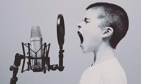 Según un estudio de la Universidad de Cambridge, la música revela la personalidad de cada uno. Crédito: Nickolai Kashirim