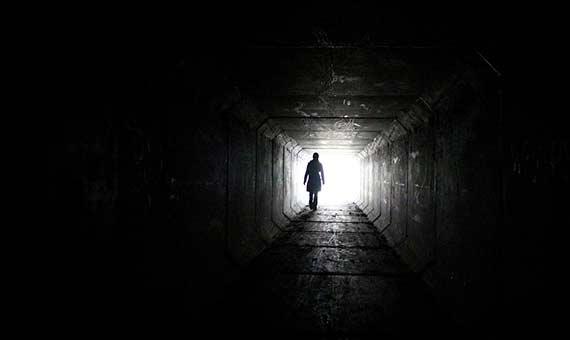 Muchas personas a las que se ha practicado reanimación relatan sensaciones comunes, como un túnel o una luz brillante. Crédito: MK1_FIESTA