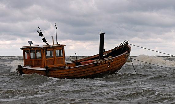 Hay historias de marineros que han sobrevivido bebiendo pequeñas cantidades de agua de mar. Crédito: Kalle2709