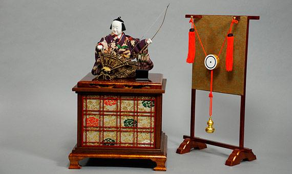 Construyó las primeras muñecas karakuri con sofisticados mecanismos impulsados por bombas de agua y aire a presión. Crédito: Toshiba Science Museum