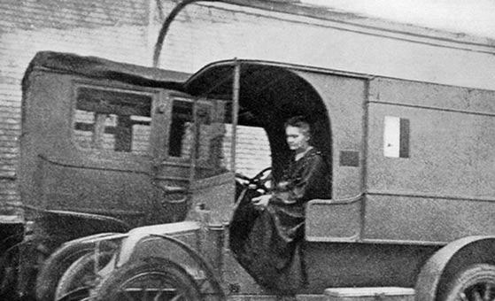 Curie llegó a equipar 20 vehículos con máquinas portátiles de rayos X . Fuente: Wikimedia