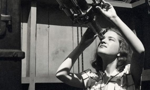 Vera Rubin fue la única mujer graduada en astronomía en Vassar College en 1948. Crédito: Vassar College Library