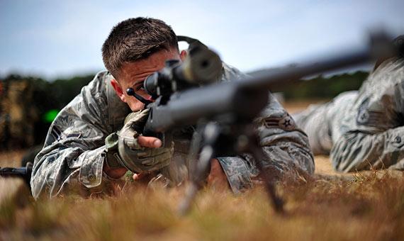 El programa TNT tiene como objetivo alcanzar tecnologías que optimicen el aprendizaje y adiestramiento de los soldados. Crédito: U.S. Air Force/ Tech. Sgt. Parker Gyokeres