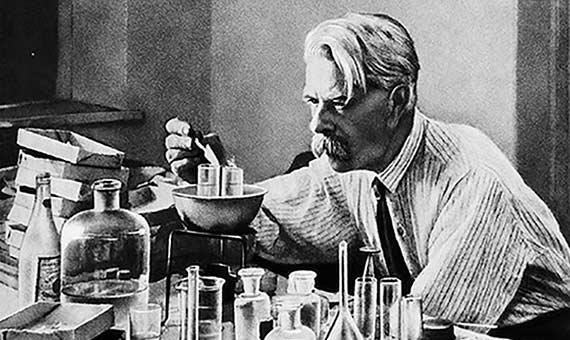 Nikolai Konstantinovich Koltsov predijo la existencia de un andamiaje interno de las células 60 años antes de su caracterización. Fuente: Узнай Москву