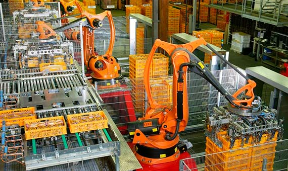 Factory Automation with industrial robots for palletizing food products like bread and toast at a bakery in Germany, robotics 2005 / Imagen: KUKA Roboter GmbH, Bachmann