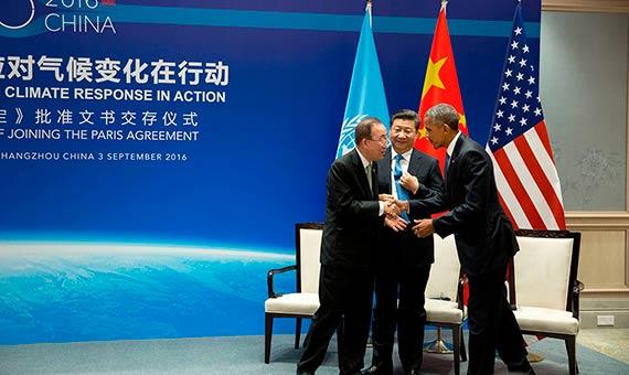 Xi Jinping, Barack Obama y Ban ki-Moon intercambian saludos al finalizar un encuentro sobre el clima en Hangzhou (China). Crédito: Official White House/Pete Souza