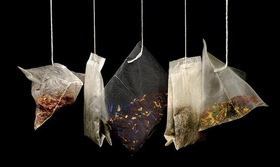 Las nuevas bolsitas de té están fabricadas con náilon o tereftalato de polietileno (PET), por lo que aumentan nuestro consumo de plástico. Crédito: Skitterphoto