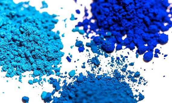 Escasean las fuentes materiales para obtener tintes y pigmentos azules naturales. Crédito: A,Ocram