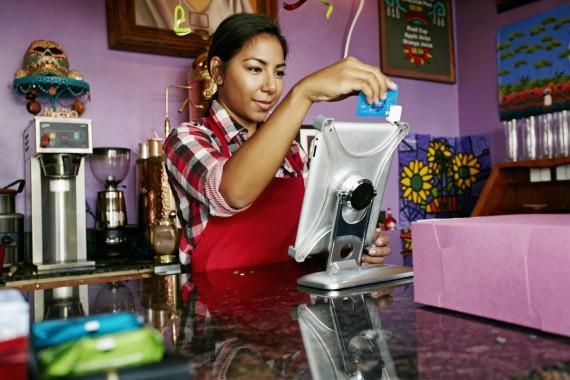BBVA-OpenMind-Libro 2018-Perplejidad-Gonzalez-nuevas-tecnologias-In Mexico, new technologies help smaller companies in rural communities and support their growth.