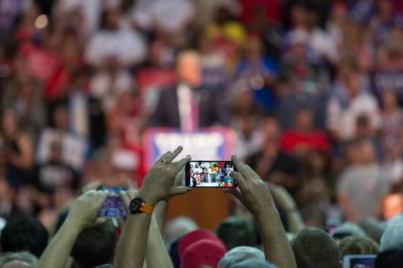 BBVA-OpenMind-Libro 2018-Perplejidad-Morozov-Donald-Trump-Supporters take photos as Donald J. Trump speaks at his presidential rally at Xfinity Arena in Everett, Washington.