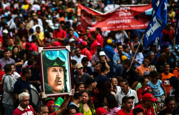 "BBVA-OpenMind-Libro 2018-Perplejidad-Muller-Maduro-Pro-government demonstration in support of Venezuelan president Nicolás Maduro. Even in power, ""Chavism"" blames the deposed oligarchy and US imperialism for the country's critical situation."