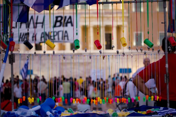 BBVA-OpenMind-Libro 2018-Perplejidad-Pardo-Protestas-Streets full of whistles, symbols of opposition to the government's austerity measures in Greece.