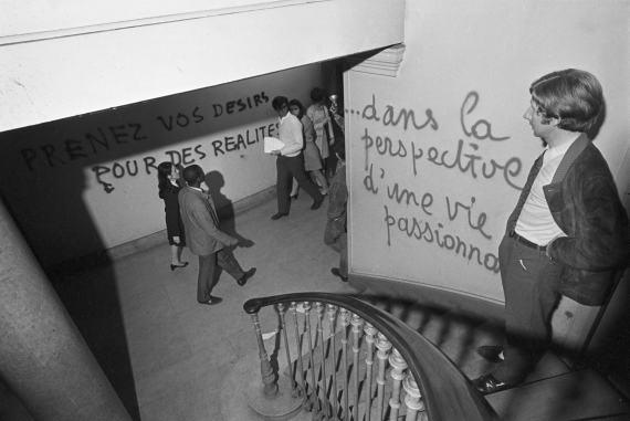 BBVA-OpenMind-Libro 2018-Perplejidad-Pardo-Universidad-Sorbonne-Universidad de la Sorbonne, en la Revuelta de Mayo de 1968. El movimiento popular estalló contra la sociedad tradicional y el capitalismo.
