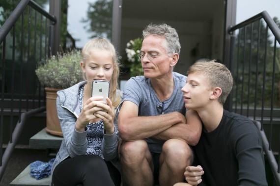 BBVA-OpenMind-Libro 2018-Perplejidad-Smart-Phones-Los teléfonos inteligentes nos permiten realizar todo tipo de operaciones desde cualquier lugar, en cualquier momento.
