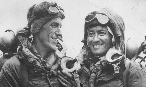 Edmund Hillary and Tenzing Norgay after successfully completing the first ascent of Mount Everest. Crédito: Jamling Tenzing Norgay