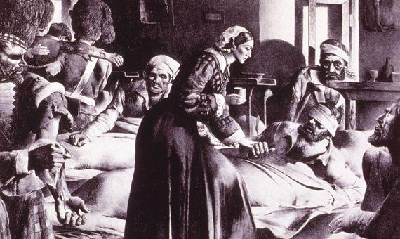 Florence Nightingale atendiendo a soldados heridos. Fuente: National Library of Medicine