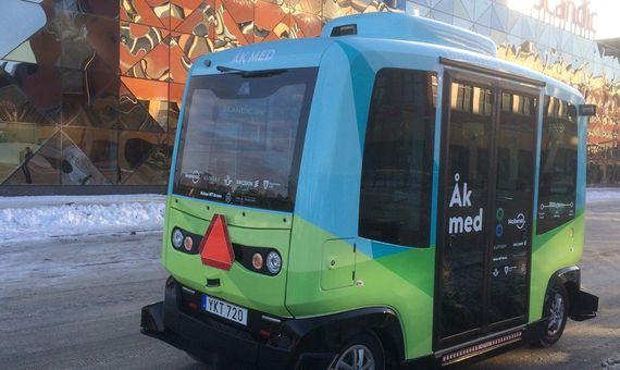 Estocolmo puso en la calle sus primeros autobuses sin conductor, vehículos eléctricos con capacidad para 12 pasajeros. Crédito: Ericsson
