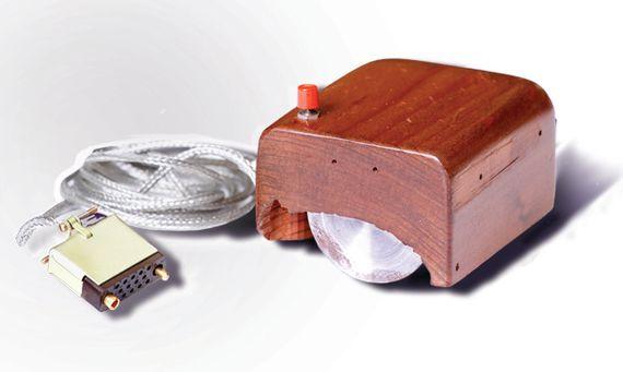 El primer prototipo de ratón de ordenador. Crédito: Michael Hicks