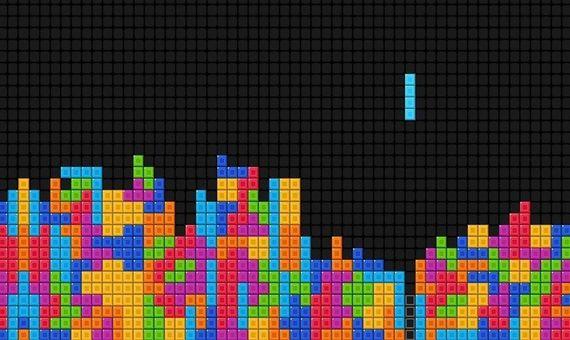 El usuario tiene que decidir la rotación de la pieza y en qué lugar debe caer. Crédito: Kun530.