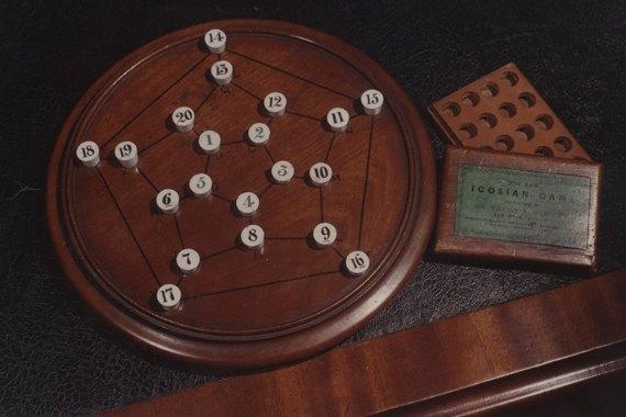 """BBVA-OpenMind-Materia-Pasatiempo-Hamilton 3-El """"Icosian game"""". Crédito: Royal Irish Academy Library"""