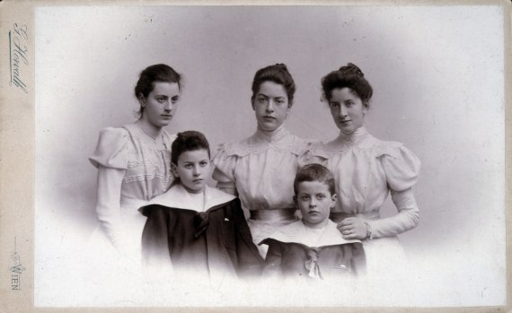 The children of Karl Wittgenstein; f.l.t.r.:<br />  Helene, married Salzer (1879–1956), Paul (1887–1961), Hermine (1874–1950), Ludwig (1889–1951) and Margaret, married Stonborough (1882–1958).
