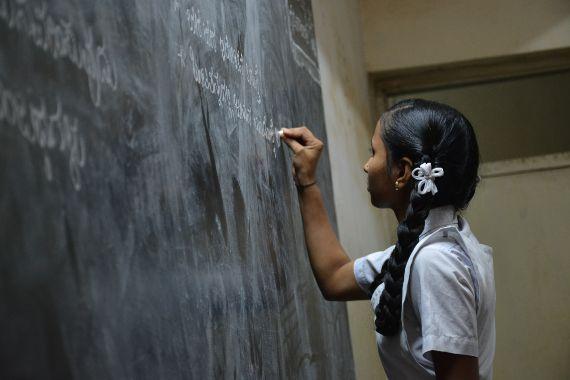El estudio Educación y fertilidad de las mujeres: resultados de 26 encuestas demográficas y de salud examina el impacto de la educación femenina en la edad al casarse, la preferencia del tamaño de la familia y el uso de anticonceptivos.