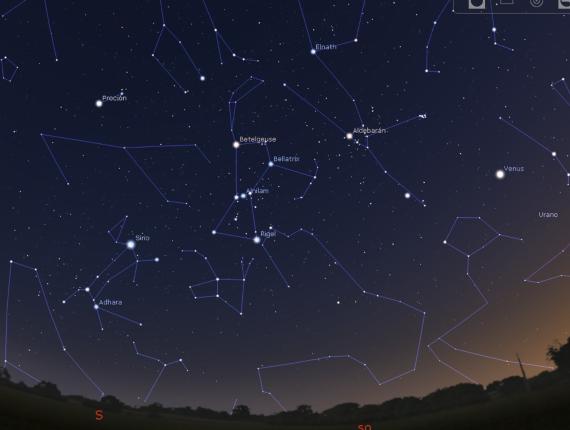 Orión, Tauro y el Can Mayor sobre el horizonte suroeste, a una latitud intermedia del hemisferio norte, al principio de las noches de mediados de marzo. En el hemisferio sur se ve sobre el norte-oeste. Crédito: Borja Tosar