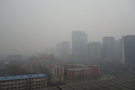 BBVA-OpenMind-Javier Yanes-Los otros efectos del coronavirus- impacto COVID mediambiente 3-Polución en Beijing, en China. Crédito: Kentaro IEMOTO
