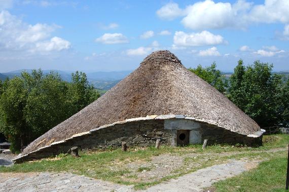 La palloza es un ejemplo de arquitectura vernácula en España. Crédito: Wikimedia Commons