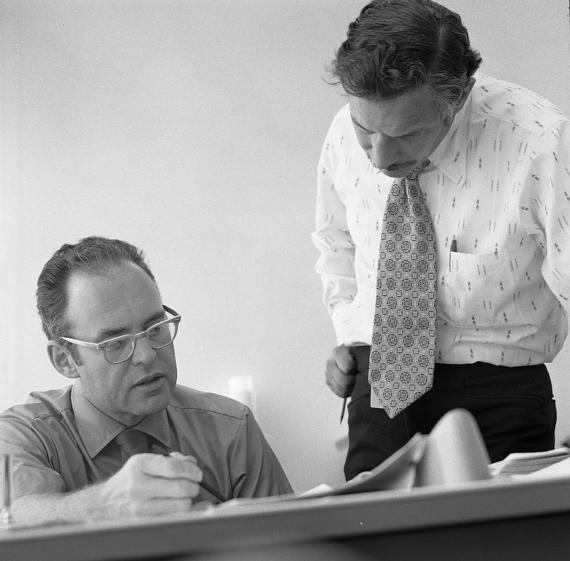 BBVA-OpenMind-El futuro de la electrónica-ley de Moore 2-Gordon Moore (izquierda) y Robert Noyce fundaron Intel en 1968, cuando dejaron Fairchild Semiconductor. Credit: Intel Free Press