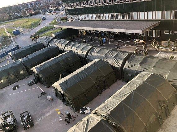BBVA-OpenMind-Yanes -Que salió mal covid 19-2-Hospital de campaña construido en las afueras de Östra Sjukhuset, en Gotemburgo, en respuesta a la pandemia. Crédito: Helén Sjöland